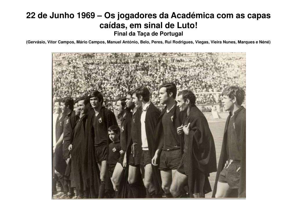 22 de Junho 1969 – Os jogadores da Académica com as capas caídas, em sinal de Luto!
