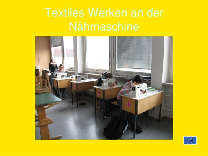 Textiles Werken an der Nähmaschine