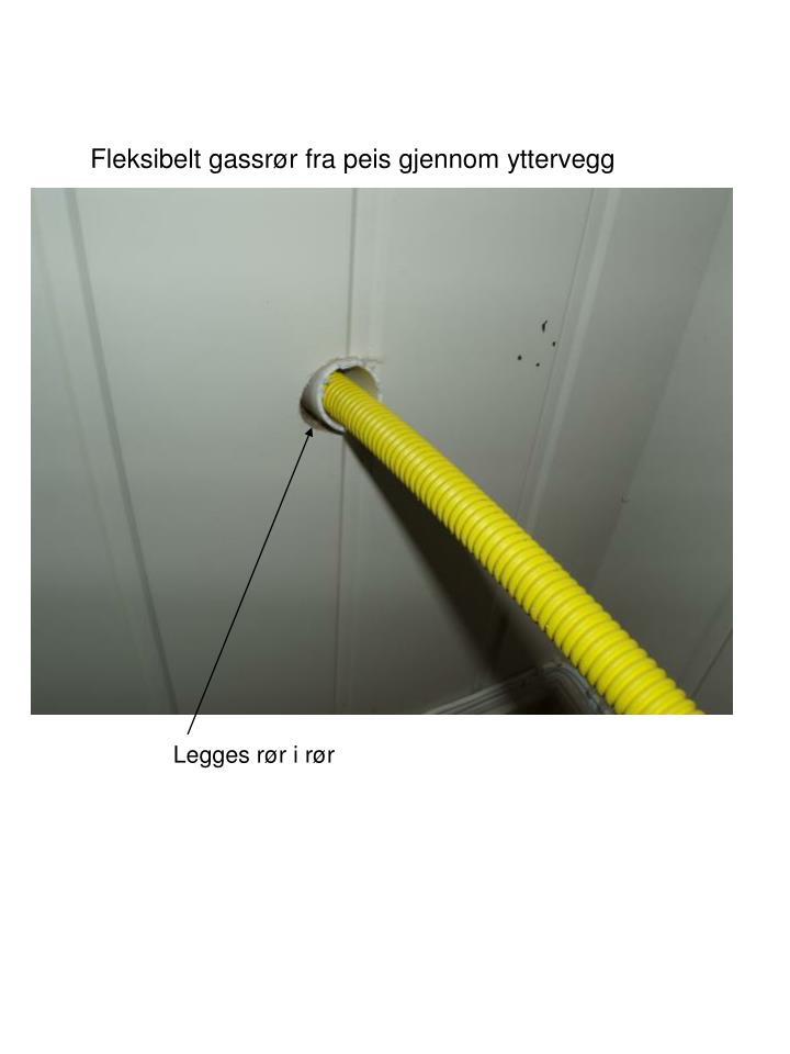 Fleksibelt gassrør fra peis gjennom yttervegg