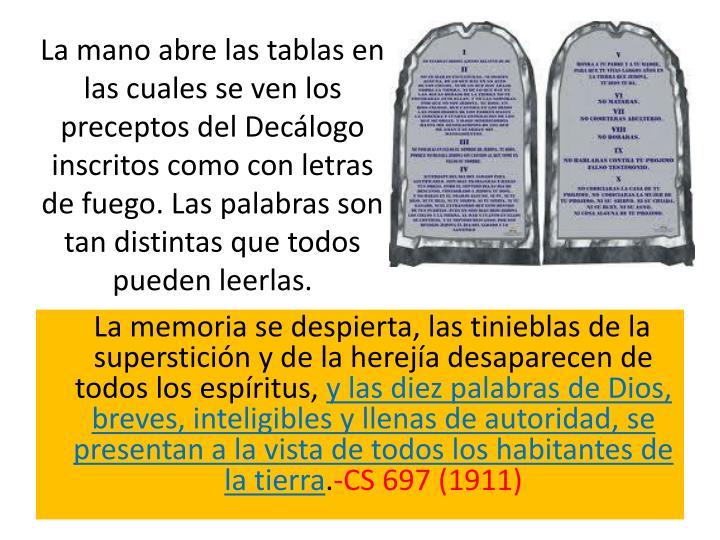 La mano abre las tablas en las cuales se ven los preceptos del Decálogo inscritos como con letras de fuego. Las palabras son tan distintas que todos pueden leerlas.