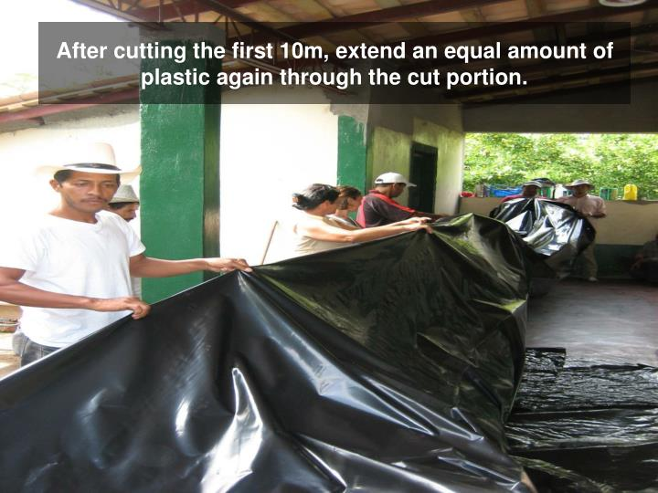 After cutting the first 10m, extend an equal amount of plastic again through the cut portion.