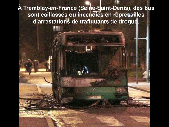 Tremblay-en-France (Seine-Saint-Denis), des bus sont caillasss ou incendis en reprsailles darrestations de trafiquants de drogue.