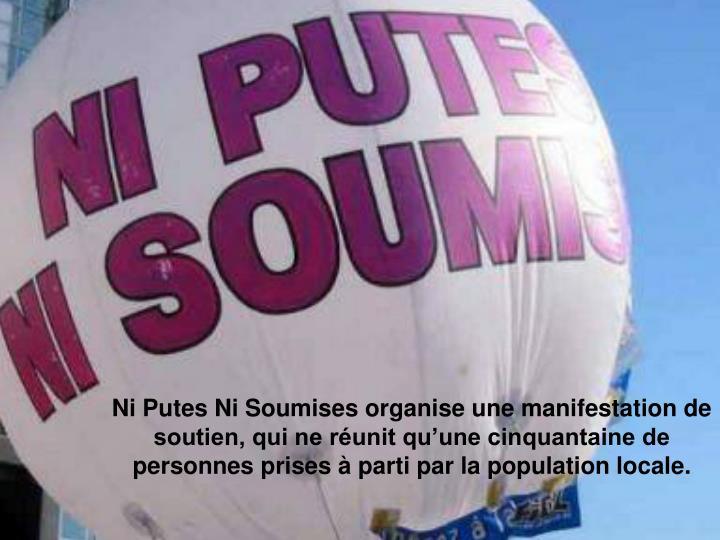 Ni Putes Ni Soumises organise une manifestation de soutien, qui ne runit quune cinquantaine de personnes prises  parti par la population locale.