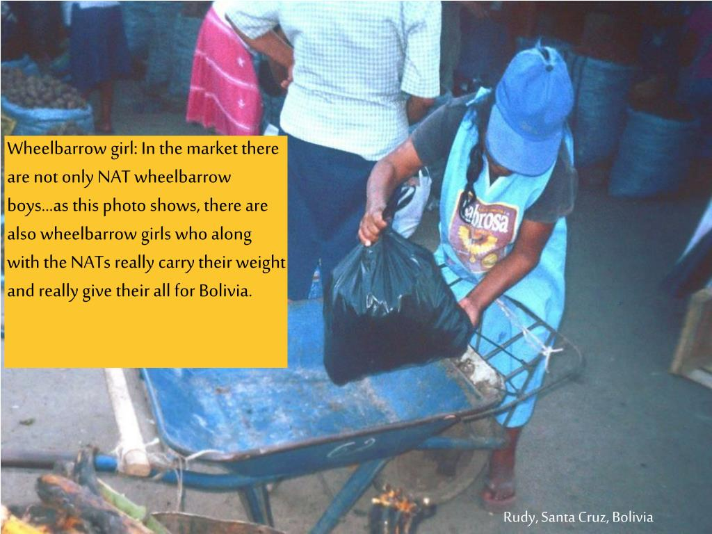 Wheelbarrow girl: In the market there are not only NAT wheelbarrow boys…as this photo shows, there are also wheelbarrow girls who along with the NATs really carry their weight and really give their all for Bolivia.