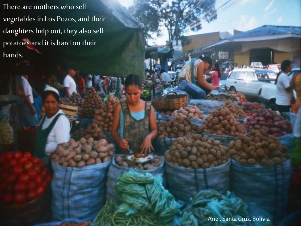 There are mothers who sell vegetables in Los Pozos, and their daughters help out, they also sell potatoes and it is hard on their hands.