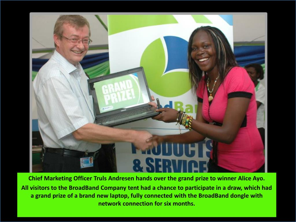Chief Marketing Officer Truls Andresen hands over the grand prize to winner Alice Ayo.