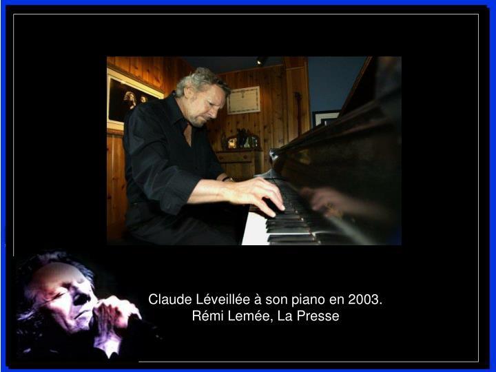 Claude Léveillée à son piano en 2003.