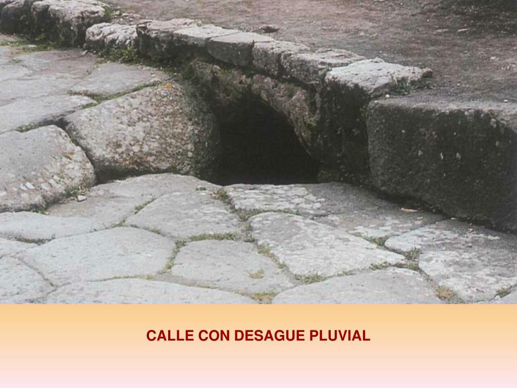 CALLE CON DESAGUE PLUVIAL