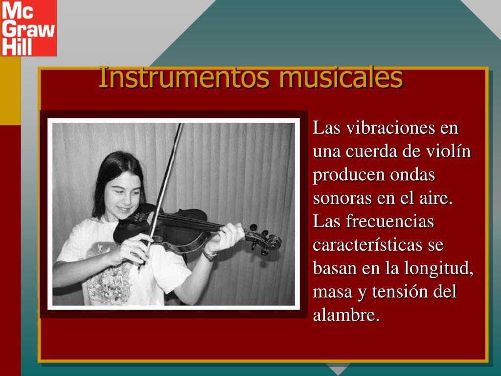 Las vibraciones en una cuerda de violín producen ondas sonoras en el aire. Las frecuencias características se basan en la longitud, masa y tensión del alambre.