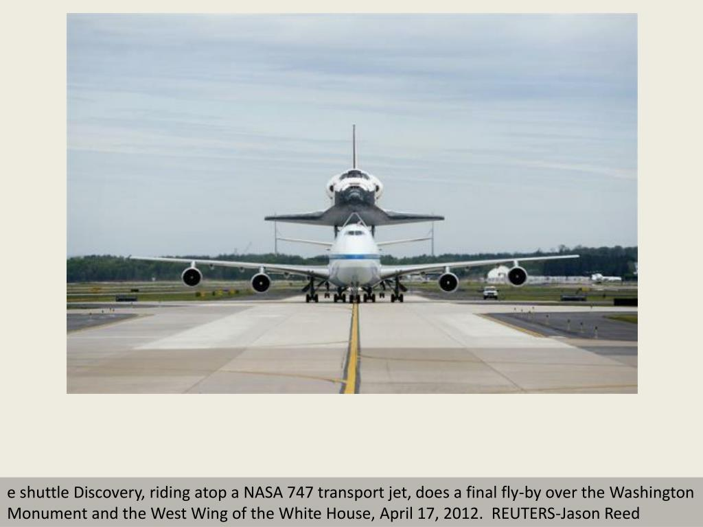 e shuttle Discovery, riding atop a NASA 747 transport jet, does a final fly-by over the Washington Monument and the West Wing of the White House, April 17, 2012.  REUTERS-Jason Reed