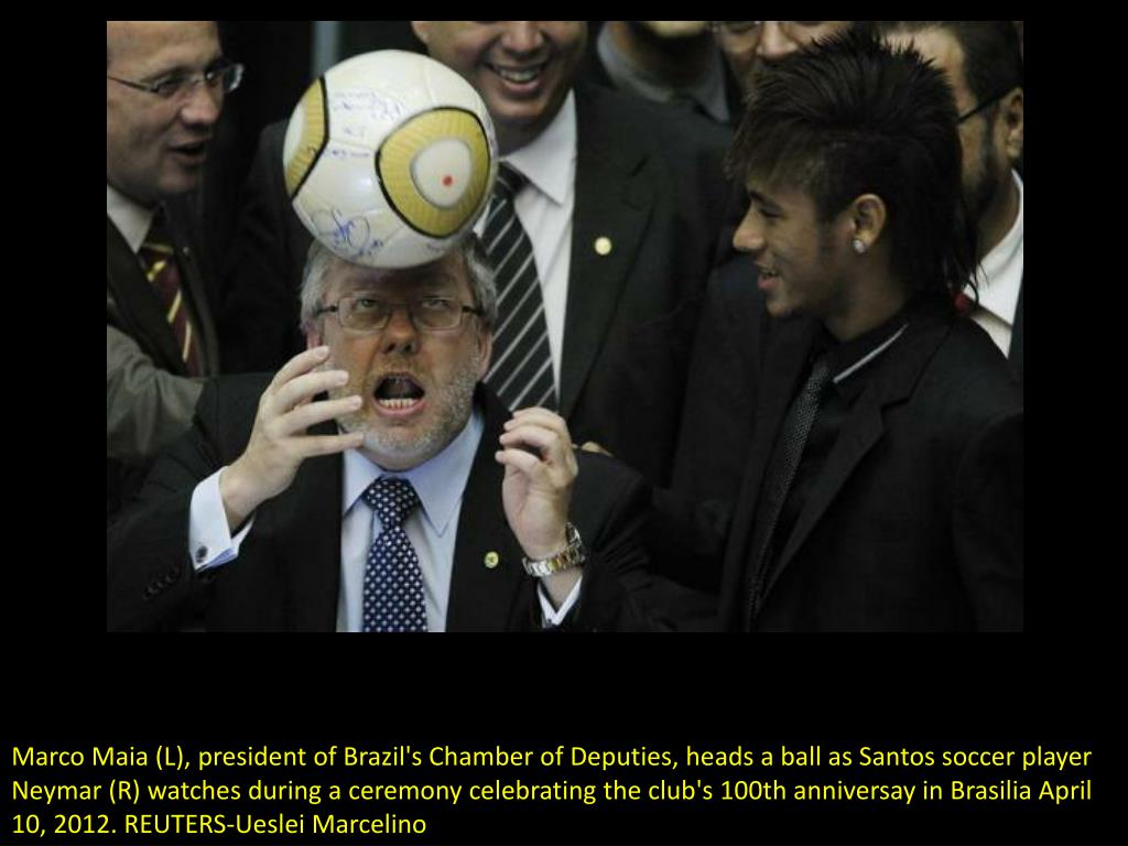 Marco Maia (L), president of Brazil's Chamber of Deputies, heads a ball as Santos soccer player Neymar (R) watches during a ceremony celebrating the club's 100th anniversay in Brasilia April 10, 2012. REUTERS-Ueslei Marcelino