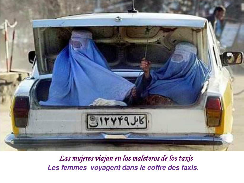 Las mujeres viajan en los maleteros de los taxis