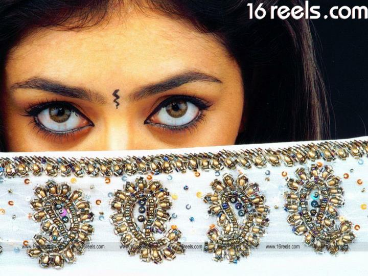 Parvati melton south indian actress with charismatic eyes