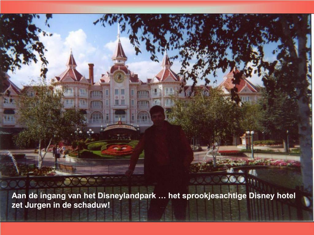 Aan de ingang van het Disneylandpark … het sprookjesachtige Disney hotel