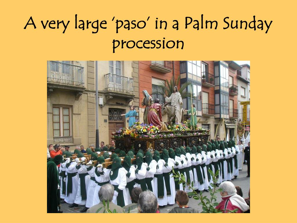 A very large 'paso' in a Palm Sunday procession