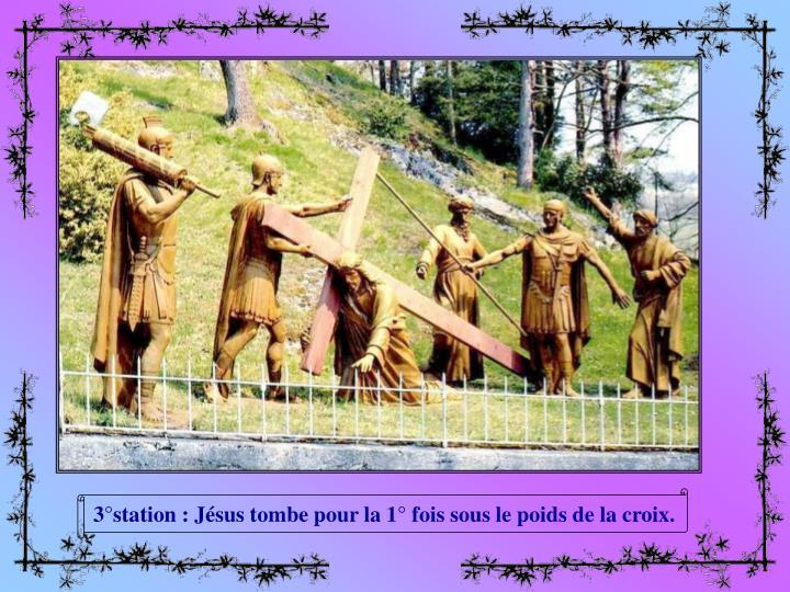 3°station : Jésus tombe pour la 1° fois sous le poids de la croix.